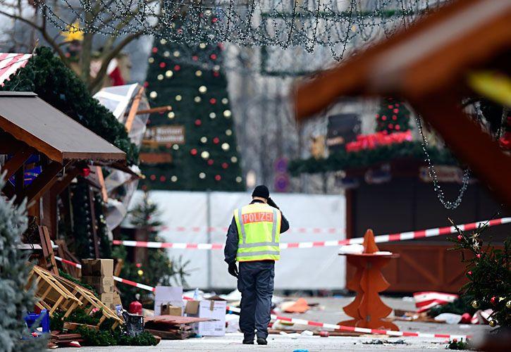 terror. El mercado navideño fue reabierto ayer en Berlín, luego de que la policía alemana concluyera las pericias. Anis Amri es buscado por las autoridades. El artículo apologético.