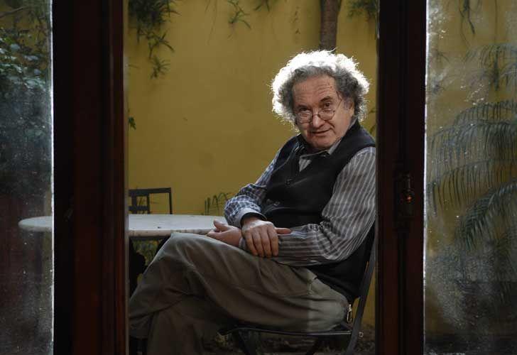 Última visión de Ricardo Piglia: el documental 327 cuadernos