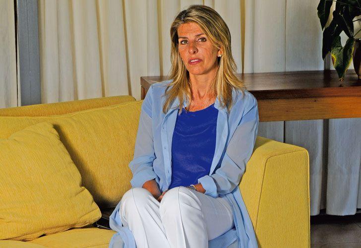 Uruguay. La jueza en la cabaña de Punta del Este donde pasa sus vacaciones junto a sus dos hijas.
