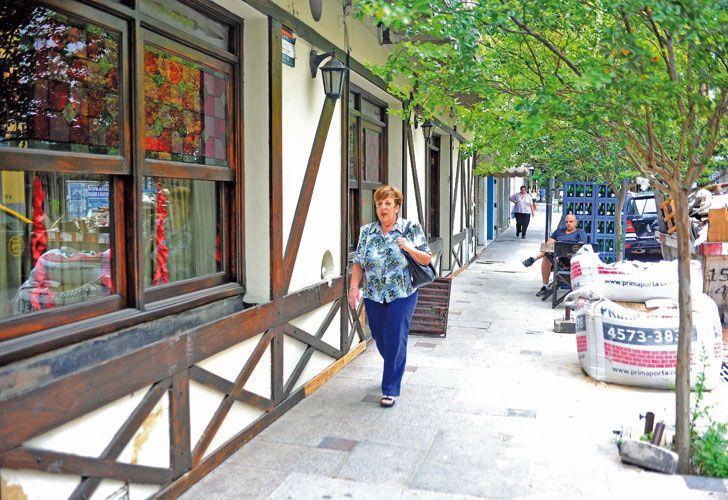 """Caminata. Fein, por el barrio de Belgrano. En una charla telefónica con PERFIL dijo que está """"tranquila con su conciencia"""" y criticó la denuncia en su contra."""