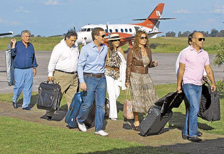 Bolsos. Imagen de archivo de Arribas, al bajar de un vuelo privado.