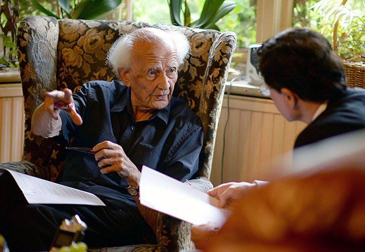 El padre de la posmodernidad. El sociólogo polaco Zygmunt Bauman, en su casa de Inglaterra, donde fue entrevistado por PERFIL y acaba de fallecer a los 91 años.