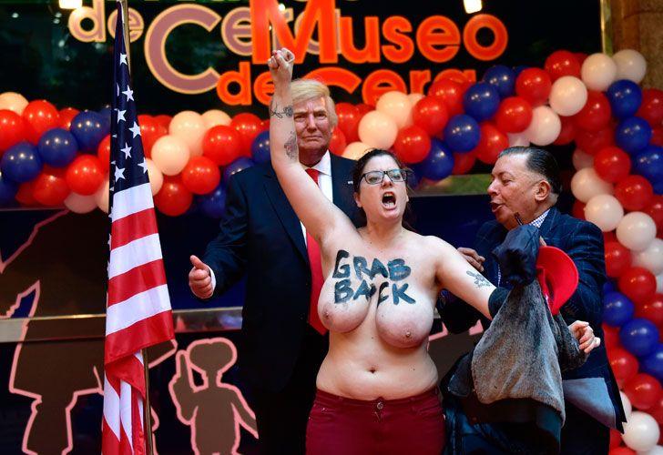 La militante del grupo Femen, conocido por sus espectaculares acciones, irrumpió en la inauguración de la estatua de cera de Trump.