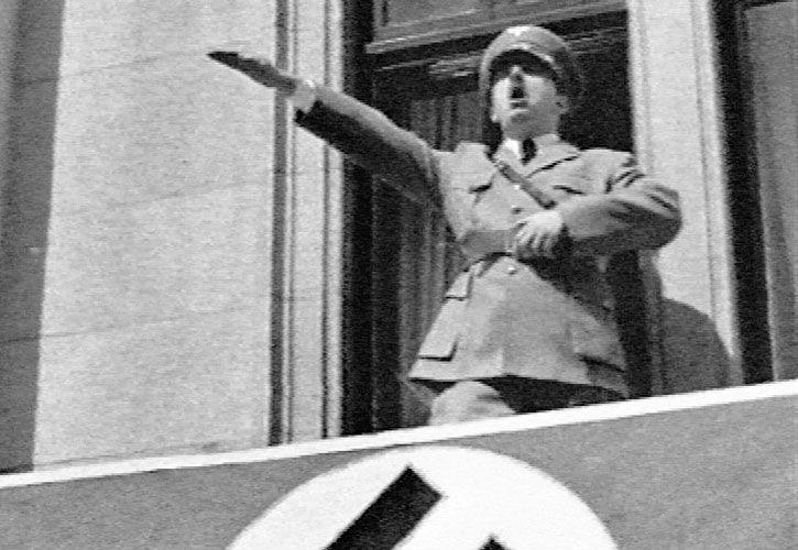 Hitler. Austríaco con ascendientes judíos que proclamó la superioridad alemana.