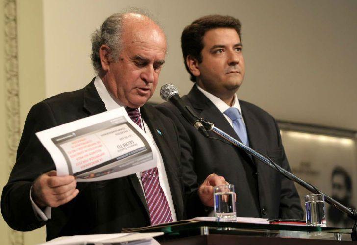 Se conoció una nueva escucha de Oscar Parrilli dialogando con Juan Martín Mena y Ricardo Echegaray.