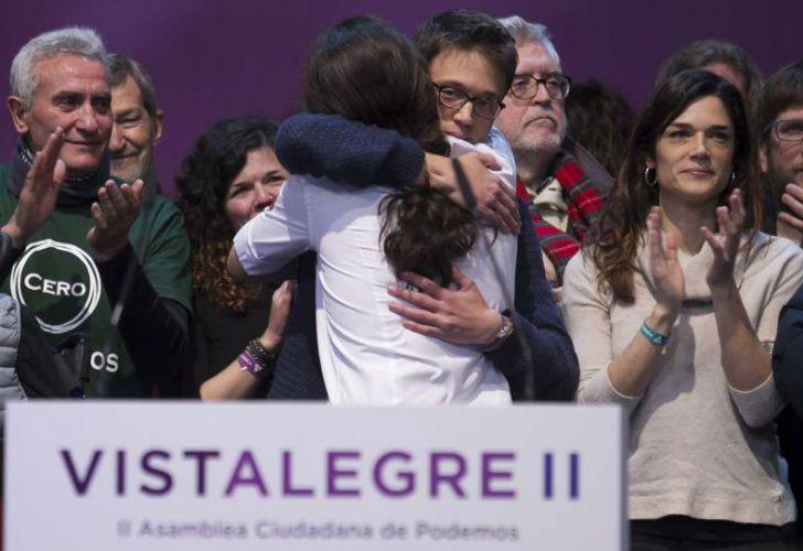 El líder de Podemos, Pablo Iglesias, con su competidor, Inigo Errejon