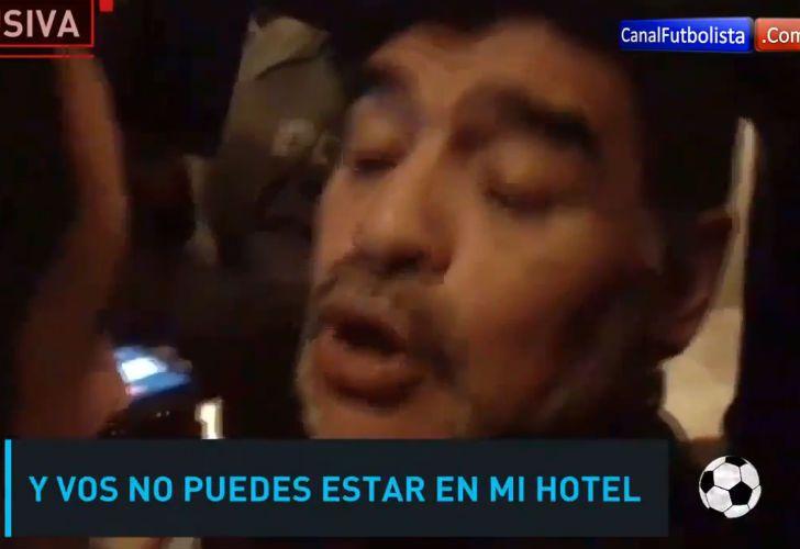 Maradona se peleó con un periodista en España.