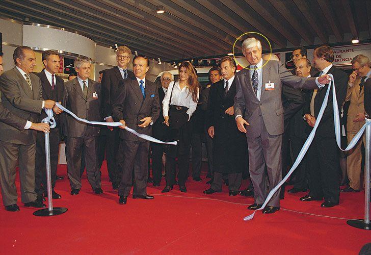 VINCULO AUTOMOTOR. En los 90, Losoviz y Franco Macri, en un acto de la industria. De allí lo convocó el padre del Presidente para operar la empresa hoy en conflicto.