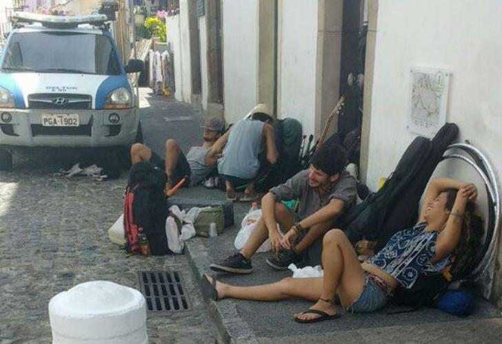 Luego de los incidentes, dos turistas argentinos quedaron presos.