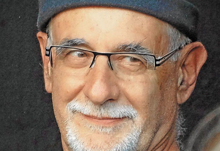Ian Manook. El autor nació en Meudon, Francia, en 1949. Ha escrito guiones para cómics de humor, dos libros de viajes y también una premiada novela juvenil.