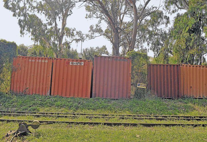 Depositos. Los contenedores prácticamente no tienen custodia y están a la intemperie.