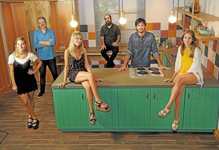 """La banda. Algunos son cocineros profesionales, otros amateurs, pero todos forman parte del equipo de """"talentos"""" que la empresa Tastemade eligió en la Argentina."""