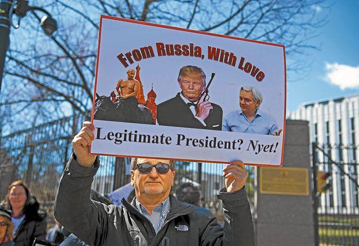 Protesta. Ayer, ante la Casa Blanca, hubo quejas por los vínculos con el presidente Vladimir Putin.