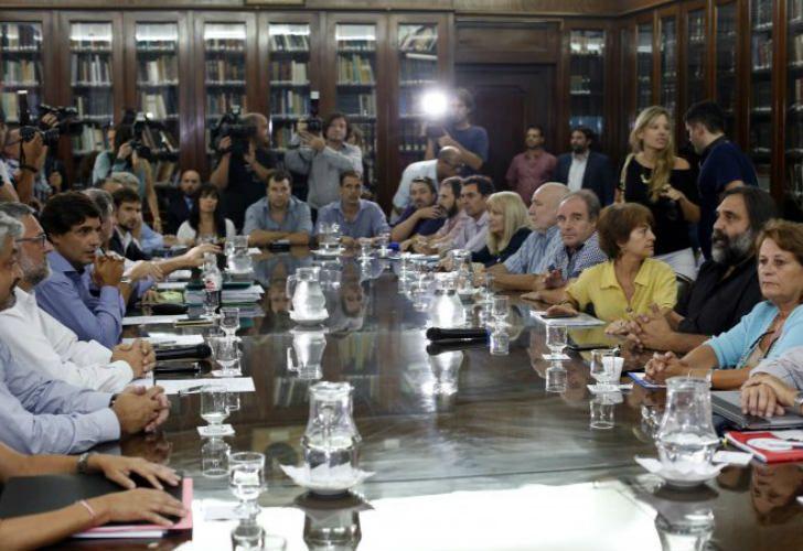 Los gremios docetes más importantes no se presentaron a la reunión que convocó la Provincia.