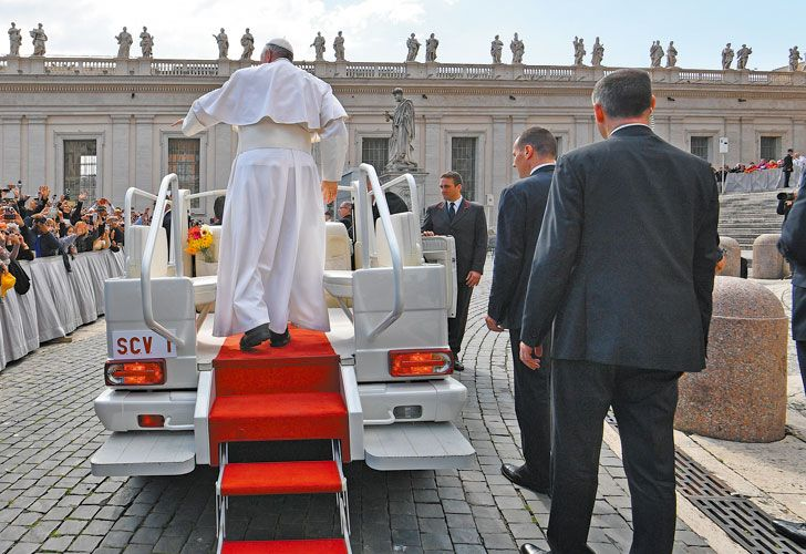 De gira. Durante su visita a El Cairo, Bergoglio homenajeará a la minoría perseguida de cristianos.