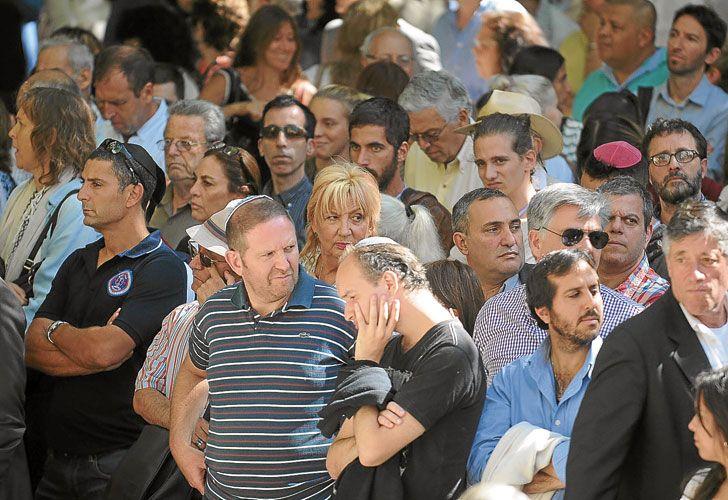 Dolor. La comunidad judía recordó el viernes otro aniversario del ataque a la Embajada. Familiares de las víctimas del atentado a la AMIA se oponen a la iniciativa de realizar procesos en ausencia.