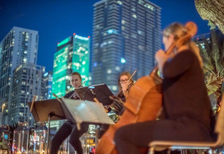 Exquisita música acompañó la velada en One River Point