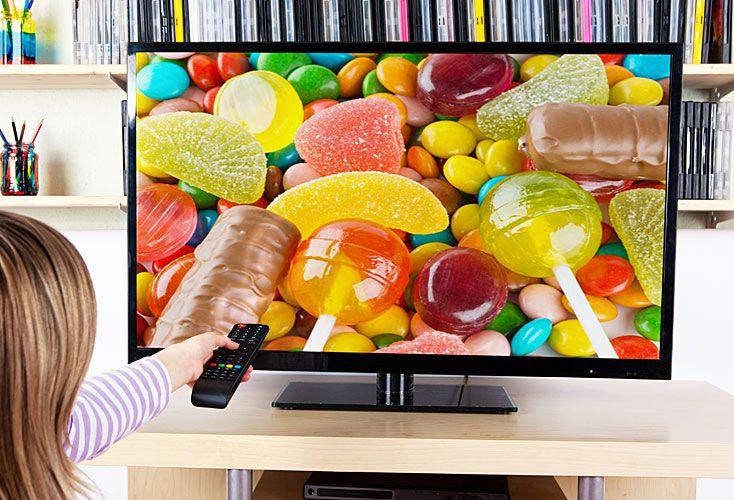 Vulnerables. Los menores están expuestos a 60 avisos de TV de comida chatarra por semana.