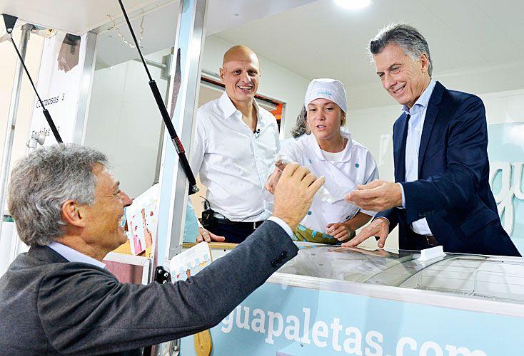SECTORES. Los datos de la industria siguen mostrando caídas, en gran medida por la importación. El presidente Mauricio Macri y el ministro Francisco Cabrera, en una inauguración.