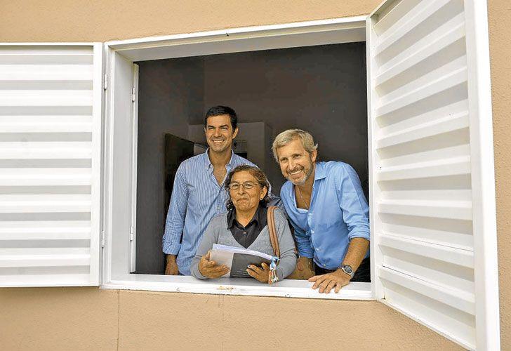 VENTANA AL CRECIMIENTO. Frigerio, uno de los impulsores del plan, inaugura viviendas en Salta.