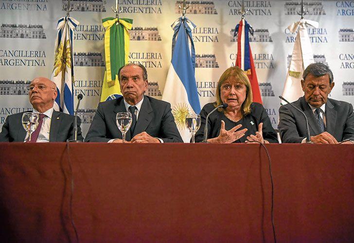 Cuarteto. Cancilleres Loizaga (Paraguay), Nunes (Brasil), Malcorra (Argentina) y Nin Novoa (Uruguay), ayer en el Palacio San Martín.