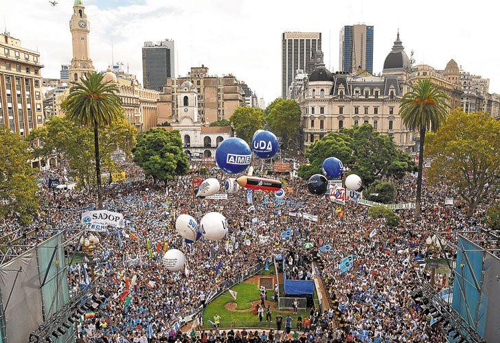 Los unos. A lo largo del mes de marzo, la oposición salió a la calle.