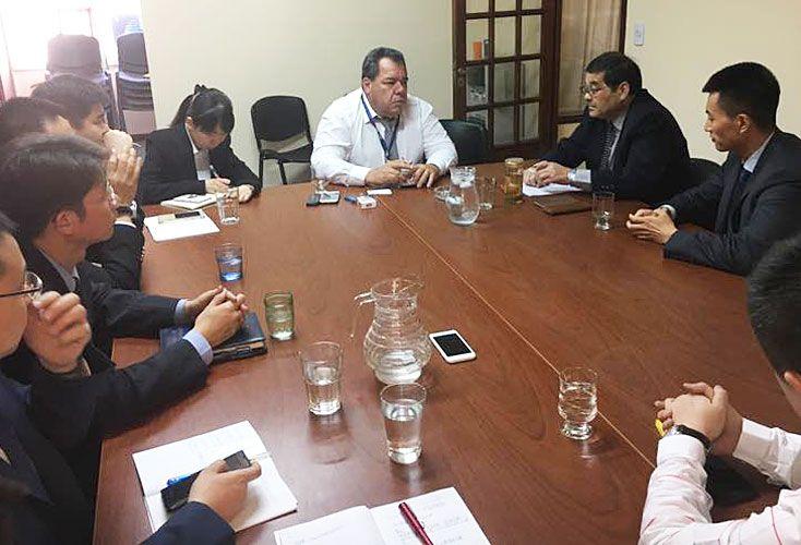 Conclave. Los agentes chinos reunidos con Rodríguez Androver (centro), jefe de Defraudaciones.