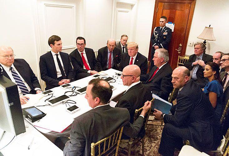Proceso de toma de decisiones. El presidente de Estados Unidos interrumpió su reunión con su par chino, Xi Jinping, para seguir los detalles del bombardeo a una base aérea del régimen de Bashar al-Assad.