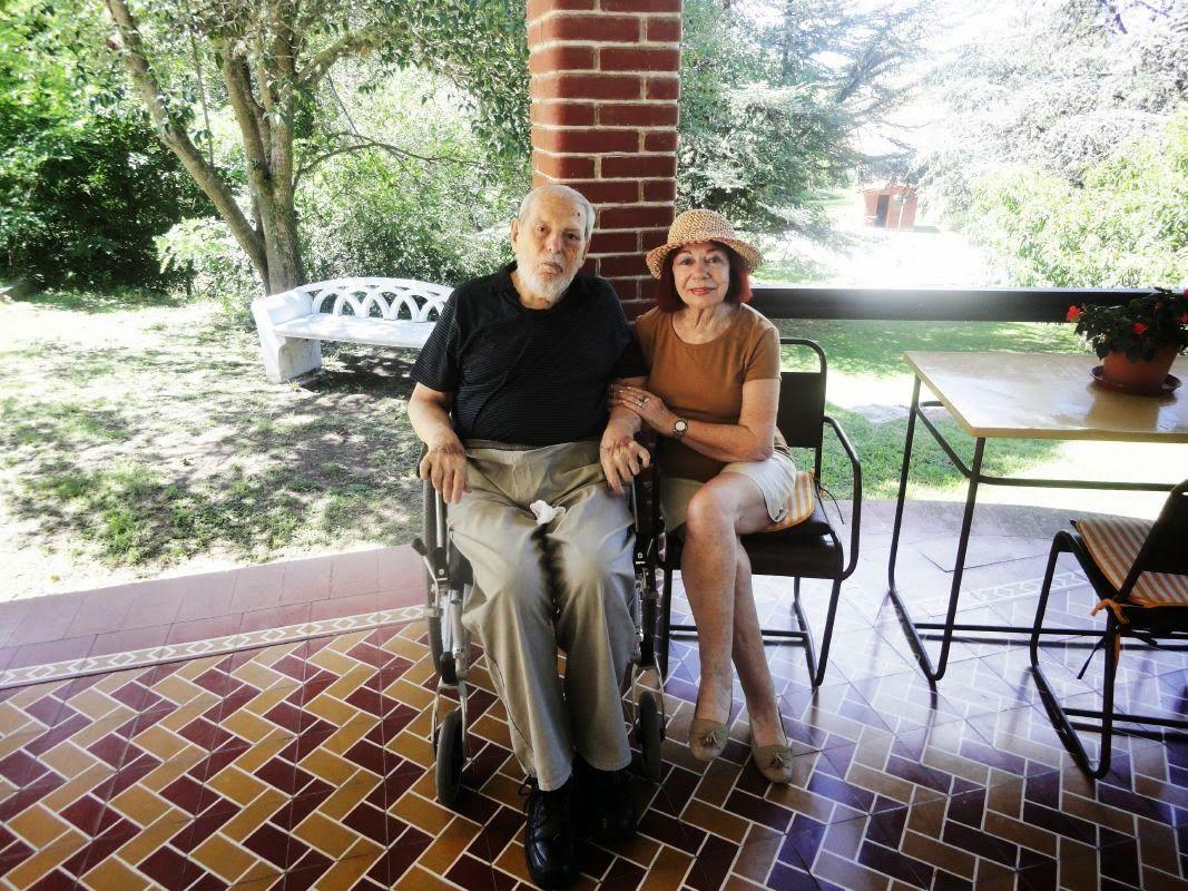 Los poetas Rubén Vela y Mabel Fontau.