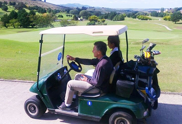 Golfista. Macri aprovechó para jugar al golf, ya una tradición en sus viajes de distensión.