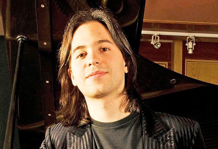 Lavandera. Pianista porteño nacido en 1984. En 2001 fue el vencedor del III Concurso Internacional de Piano Umberto Micheli.