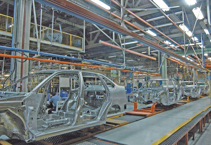 IGUAL FLOJA. La industria cedió 0,8% en el tercer mes del año.