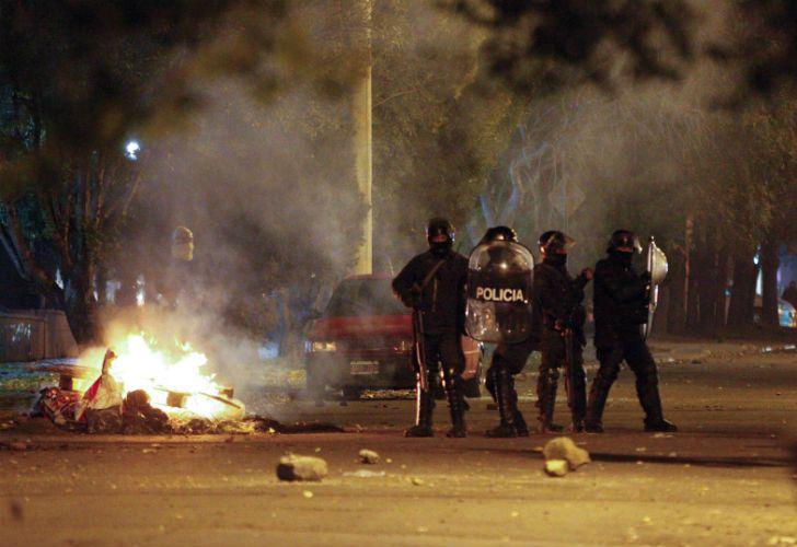 La policía de Santa Cruz reprimió una manifestación espontánea.