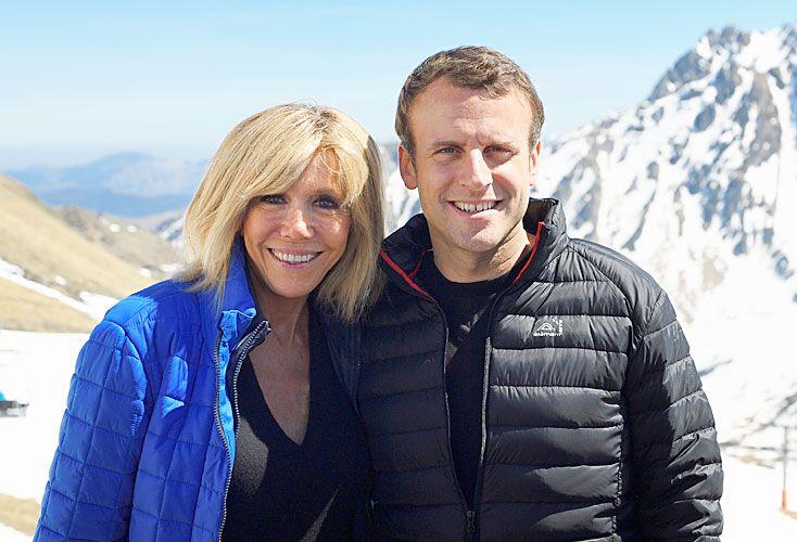 Juntos. Hace diez días y en campaña, en Bagnères-de Bigorre, al sur de Francia, Macron y Brigitte.