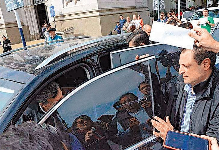 Insultos en Tandil a Macri: con su hija y sin custodia.