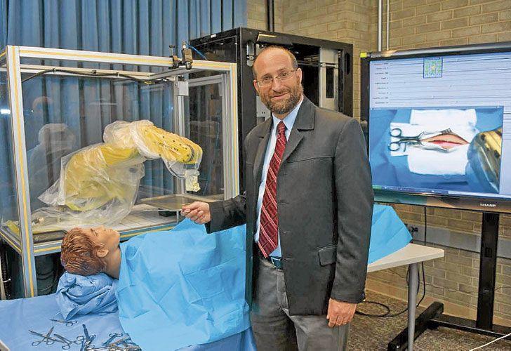 Juan Wachs. Estas máquinas son capaces de interpretar las necesidades del equipo médico.