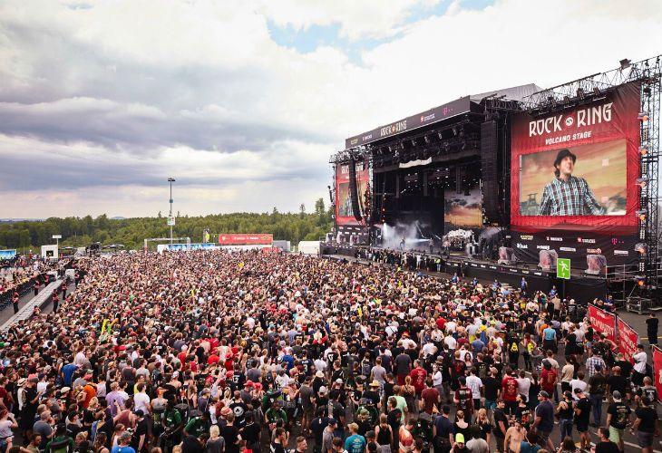 Miles de personas fueron evacuadas esta tarde en pleno show.