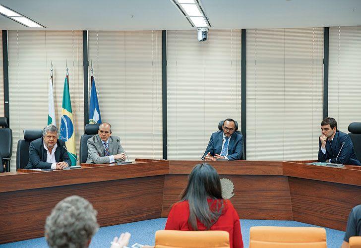 Colegas. Los fiscales argentinos Carlos Stornelli, Sergio Rodríguez (izq.) y Franco Picardi (der.) se reunieron ayer con sus pares brasileños por el Lava Jato.