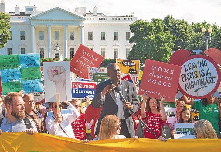 Protestas. Ayer hubo marchas en Washington y otras ciudades.