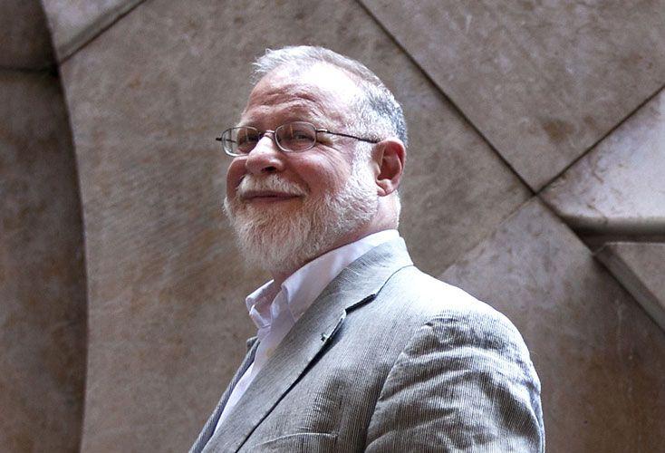 Premiado. Vivió en Toronto entre 1982 y 2000, y allí escribió el ensayo que lo consagró mundialmente: Una historia de la lectura.