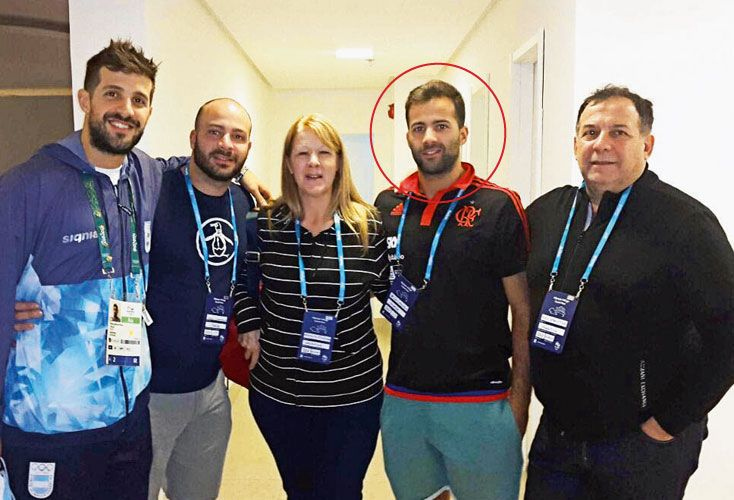 Familia. Juan Matías Laprovittola, sus padres y sus hermanos, en los juegos olímpicos pasados.
