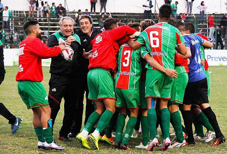 Precoces. El club de Carlos Casares es el más joven de todos los que disputan la segunda categoría del fútbol argentino.