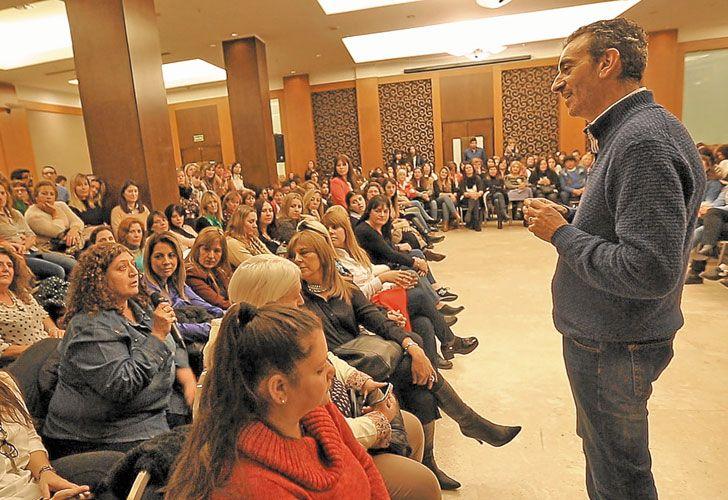 Campaña. El ex ministro estuvo ayer en una actividad con mujeres de su espacio político.