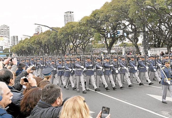 Memoria. El desfile del pasado 25 de Mayo generó más polémica que participación.