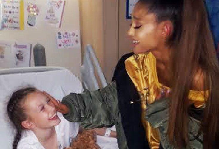 Afecto. La artista visitó a víctimas del ataque y viralizó las fotos en su red social de 108 milllones de seguidores.