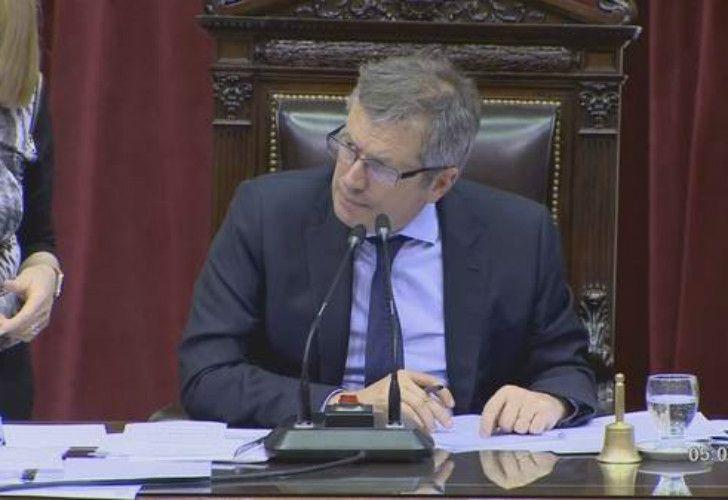 El presidente de la Cámara de Diputados, Emilio Monzó, quien firmó el aumento.