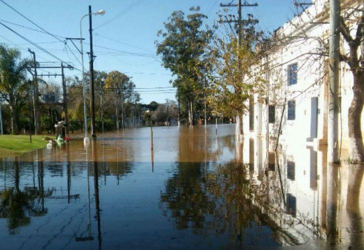 Más de tres mil personas se encontraban hoy evacuadas en localidades de Entre Ríos a raíz de la crecida del causa del río Uruguay.