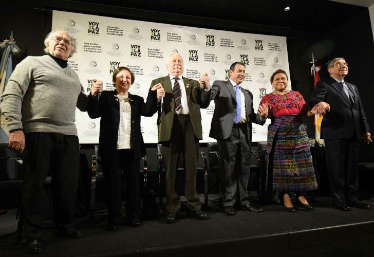Los premios Nobel de la Paz Adolfo Pérez Esquivel, Rigoberta Menchú, Oscar Arias Sánchez, Shirin Ebadi y Lech Walesa.
