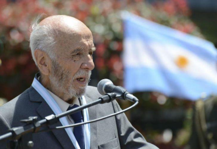 En noviembre de 2013 lo condecoraron con la Orden Doctor Mariano Moreno.