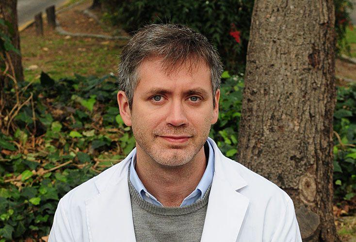Luis Lehman es médico y ayuda a otros chicos con el síndrome.